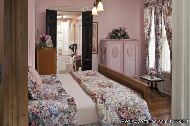 Sarah Bernhardt Suite in Cliff Cottage (bedroom) - Cliff Cottage B&B Luxury Suites/Historic Cottages