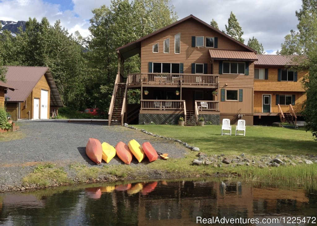 Lakeside of a pristine Alpine type lake, the guests have use of kayaks and canoes to explore the 2 mile long lake.  Full breakfast is served along with hand dipped ice cream bars nightly.  Two suites and two rooms available with luxury appointments.