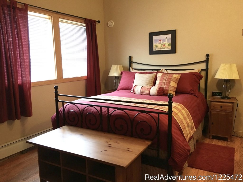 Bear Lake Lodgings B&B, Resurrection Peak Room | Image #11/17 | Bear Lake Lodgings B&B