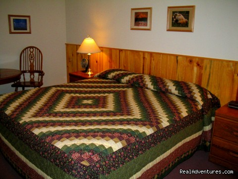 King bed room - Swiss Alaska Inn
