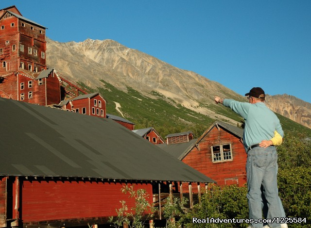 Hiking and discovery at the Kennicott Mines - Sky Trekking Alaska