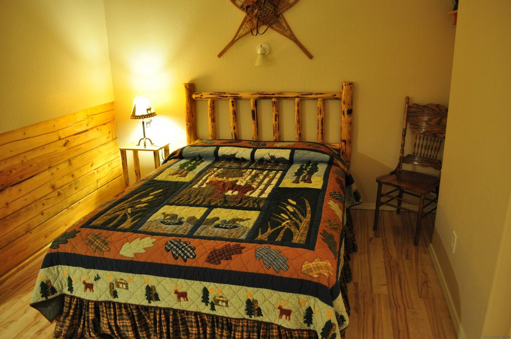 Log furniture and Alaska decor | Image #14/14 | Denali Fireside Cabins & Suites