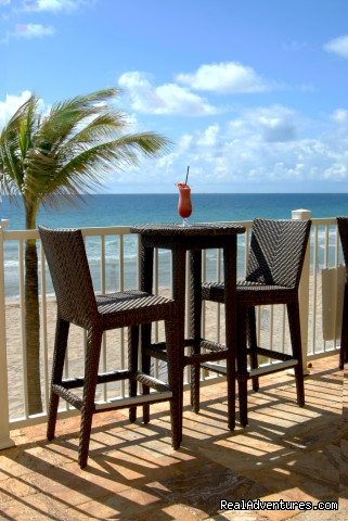 Oceanfront dinning - Sun Tower Hotel & Suites on the Beach