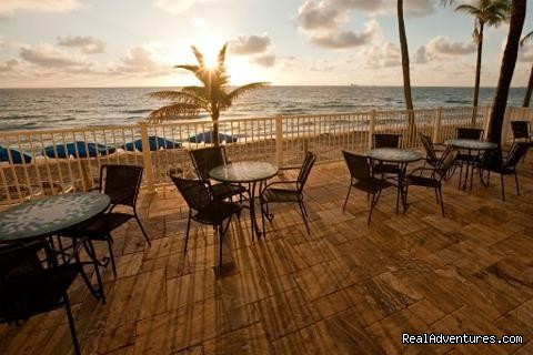 Sand Bar & Grille - Sun Tower Hotel & Suites on the Beach
