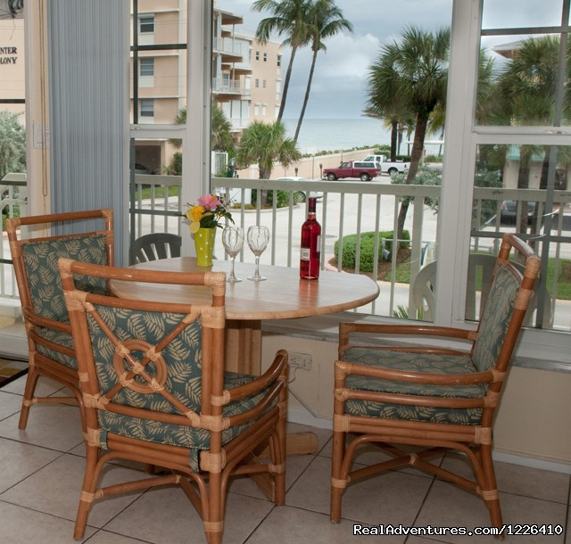 Ocean View Dining - Tropical Ocean View Suites at the Sea Spray Inn