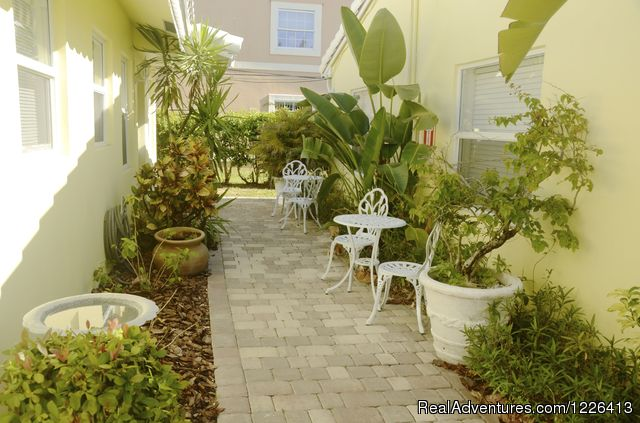 - Bahama Beach Club - Studios and 1/1 Apts