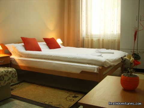 Queen size bed - Affordable family hotel in the heart of Zrenjanin