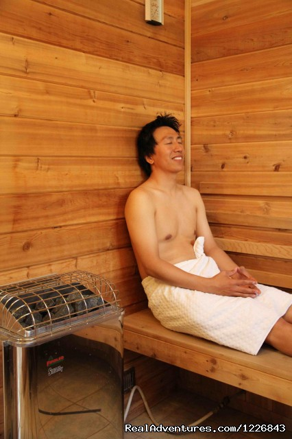 Warm comfort in the sauna! - Sundog Retreat