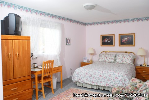Victorian room - Midnight Sun Inn/Bed and Breakfast
