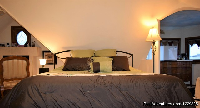 Turret Suite - Come  and Enjoy the Franklin Street Inn B&B