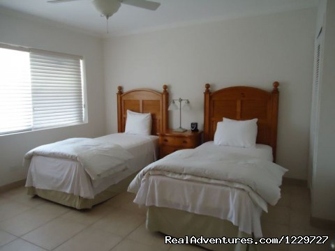 Twin Bedroom - Hut Pointe Inn-Eco-Friendly Suites- Bahamas