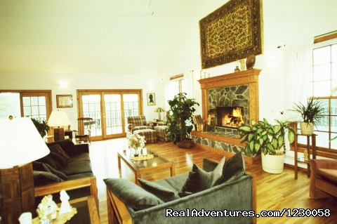 Peregrine Pointe B & B Living Room - Peregrine Pointe Bed and Breakfast