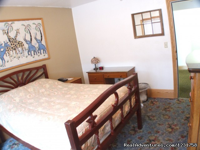 Private Room , Double Bed With Shared Bathroom - Qupqugiaq Inn Alaska