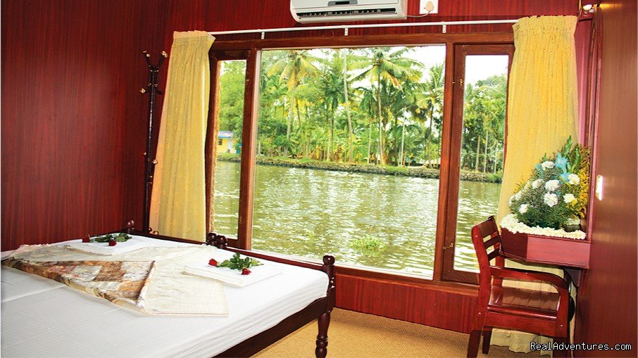 cosy houseboats bedrooms | Image #1/10 | Alleppey, India | Hotels & Resorts | Alappuzha Luxury Kerala Houseboats