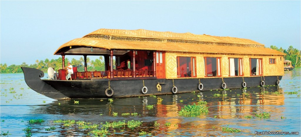 cosy houseboat full view | Image #6/10 | Alappuzha Luxury Kerala Houseboats