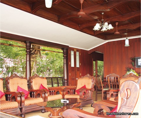 cosy houseboat front view - Alappuzha Luxury Kerala Houseboats