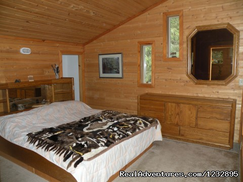 TreeFort House Master bedroom - Beach House Rentals