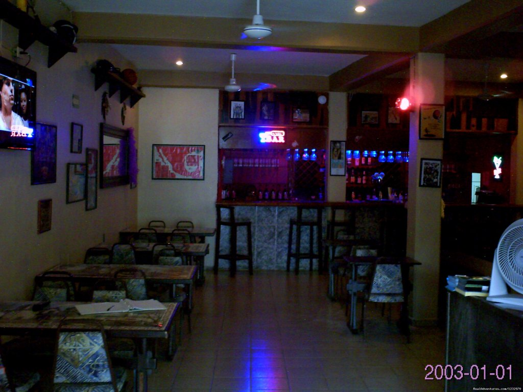 Champs Restaurant | Image #6/23 | Backpackers Hostelling Center & Champ's Sports Bar