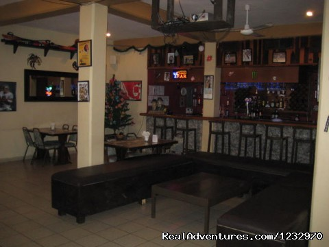 Overview of the restaurant lounge area - Backpackers Hostelling Center & Champ's Sports Bar