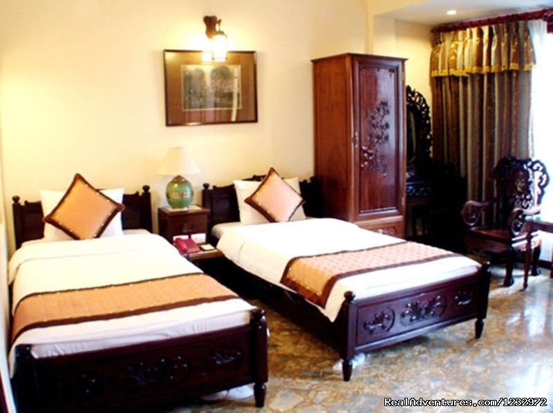 Golden Wings II Hotel is a new brand 3 star hotel belonging to Golden Wings Hotel group, located in May May street, the center of Hanoi Old Quarter. The hotel is a harmonically-designed oriental and western combination style.