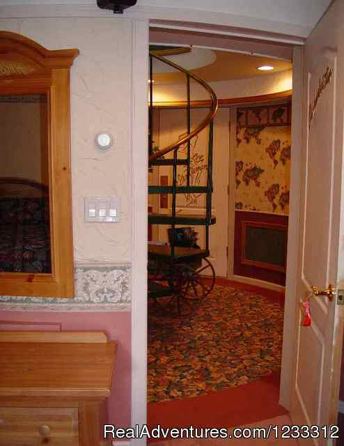 Lodge hallway - Hart D Ranch:Rooms /RV Park /PO
