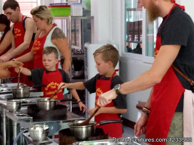 Families Welcome - Thai Cooking Class Bangkok | Chef LeeZ