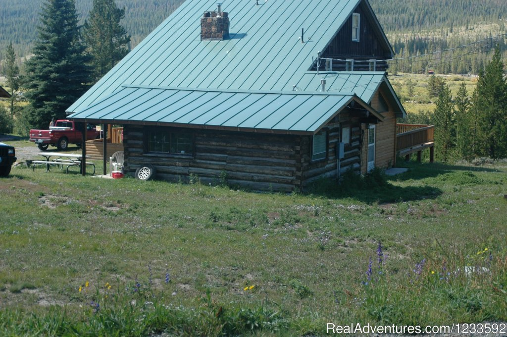 Historic Cabins with Modern Amenities | Image #12/13 | Your Yellowstone Park @ Lava Mountain Lodge