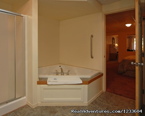 Honeymoon Suite - Rodeway Inn & Suites Pronghorn Lodge