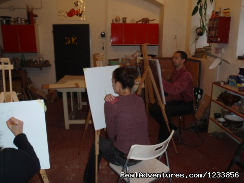Life drawing at the atelier - artbreak(TM) Arts Immersion Vacations