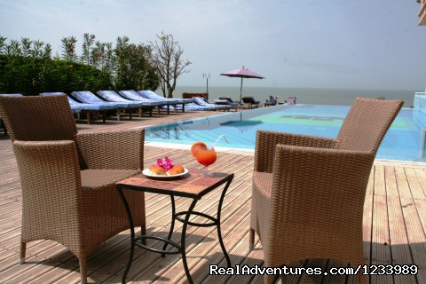 Breakfast around the swimming pool - Les Alizes Beach Resort (Cap Skirring, Senegal)