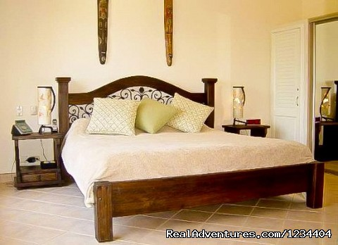- Walk to Beach Top Floor Condo Vacation Rental