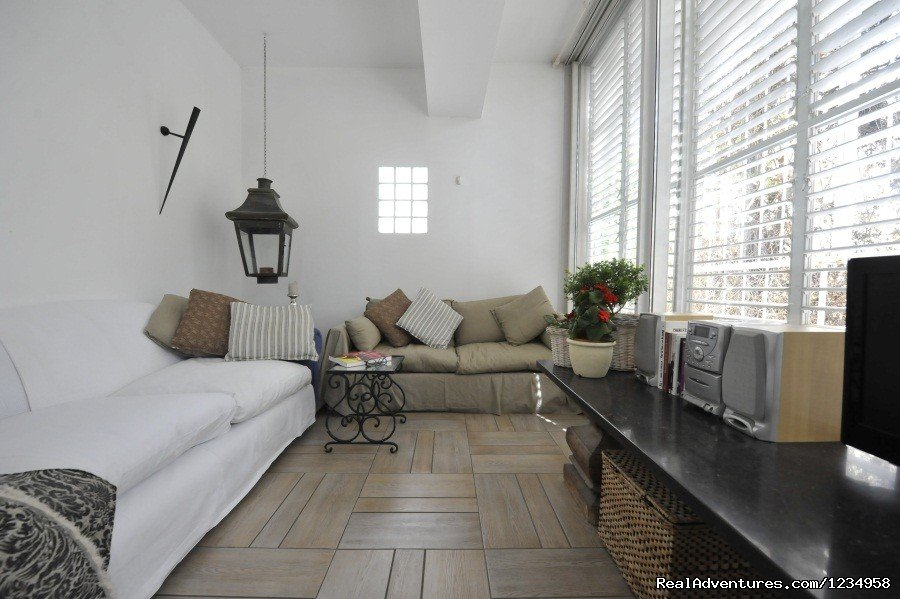 Located in the heart of Tel Aviv, this fully furnished 78sqm apartment has been designed with a European flavor, providing an ideal short/medium-term rental solution.