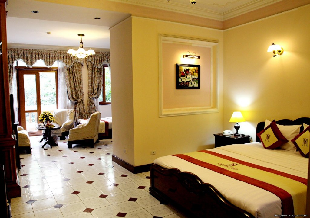 Hanoi Royal View hotel is a new and modern 3 star hotel located right in the central of Hanoi Old Quarter. It only takes you 2 minutes by walking to Hoan Kiem lake, Thang Long water puppet theatre, Dong Xuan night market or Ngoc Son temple..etc.