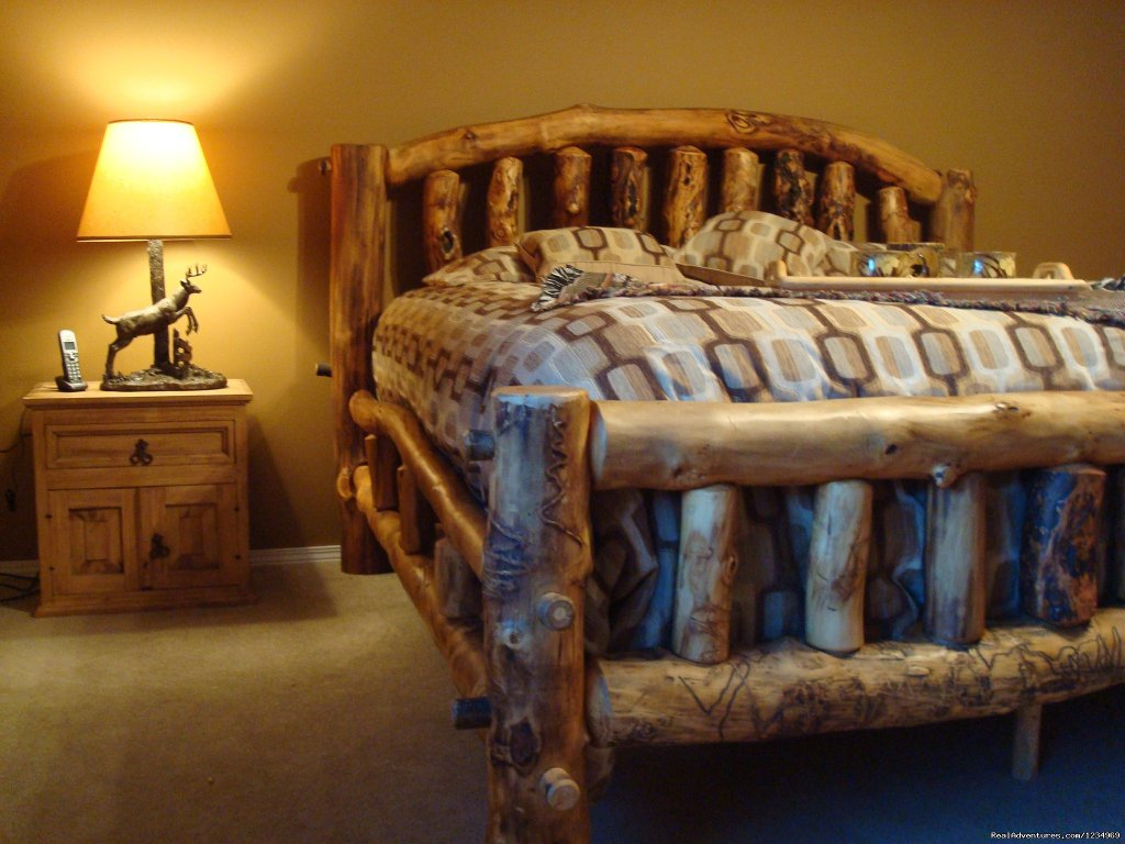 Aspen Log Master Bedroom: king size bed. | Image #10/26 | Pikes Peak Retreat In Pikes National Forest