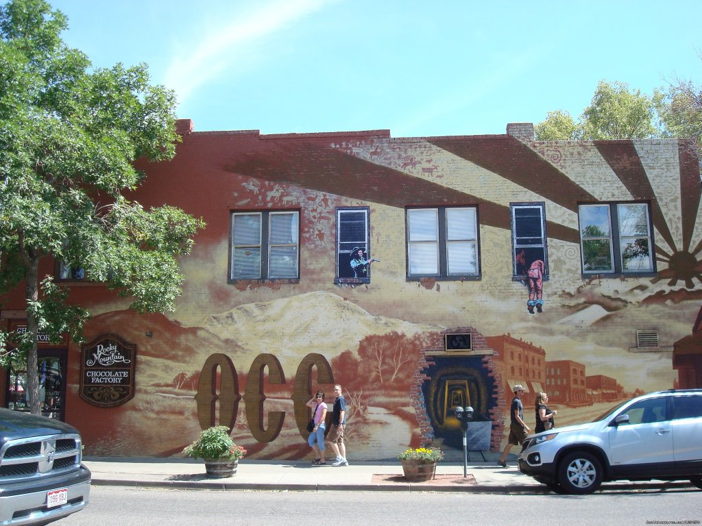 Wall painting in Old Colorado City | Image #22/26 | Pikes Peak Cottage By Garden Of The Gods: Mnt View