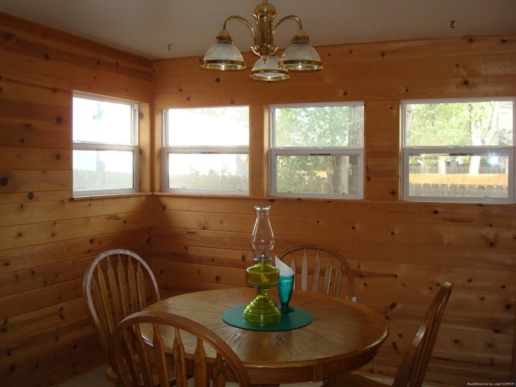 Breakfast Room | Image #14/26 | Pikes Peak Cottage By Garden Of The Gods: Mnt View