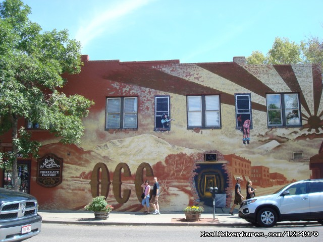 Wall painting in Old Colorado City - Pikes Peak Cottage By Garden Of The Gods: Mnt View
