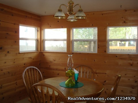 Breakfast Room - Pikes Peak Cottage By Garden Of The Gods: Mnt View
