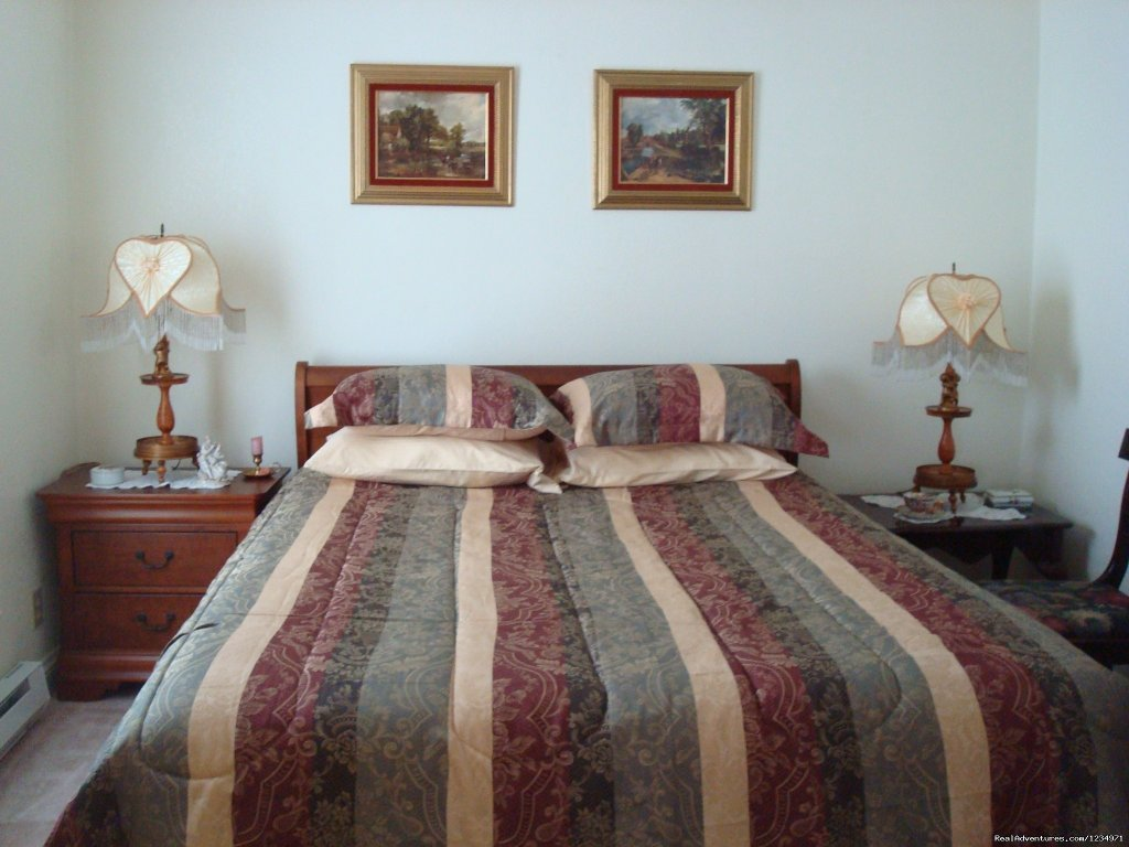 Master Bedroom/victoriana Bedroom | Image #6/25 | Victorian Retreat In Historic Town:  Mtn View