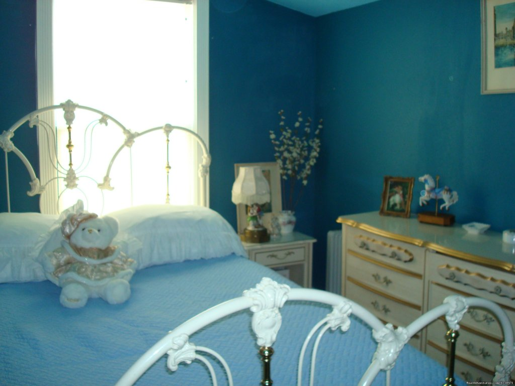 Apple Blossom Bedroom. | Image #11/25 | Victorian Retreat In Historic Town:  Mtn View