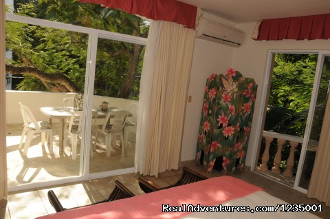 - Large 5 bedroom Family Villa - Footsteps to Beach