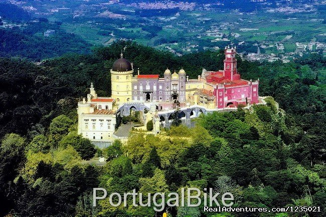 On this tour you will ride along beautiful and quiet roads, you will visit many typical small towns, you will experience the atmosphere of kings and queens, you will have a close contact with our History and you will admire the vast landscapes.