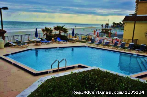 Dream Vacation Ocean Side Condo, Daytona Beach