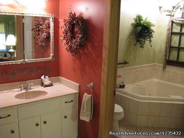 The Barn Inn Bed and Breakfast, Bath in Memory Lane Room | Image #10/20 | Romantic Barn Inn Bed and Breakfast