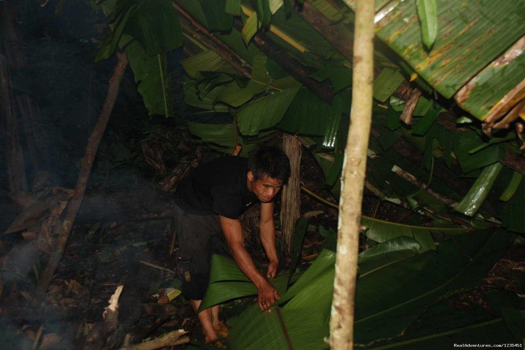 Making the overnight banana leaf shelter in the forest | Image #21/26 | THE Rainforest Retreat Experience in Thailand