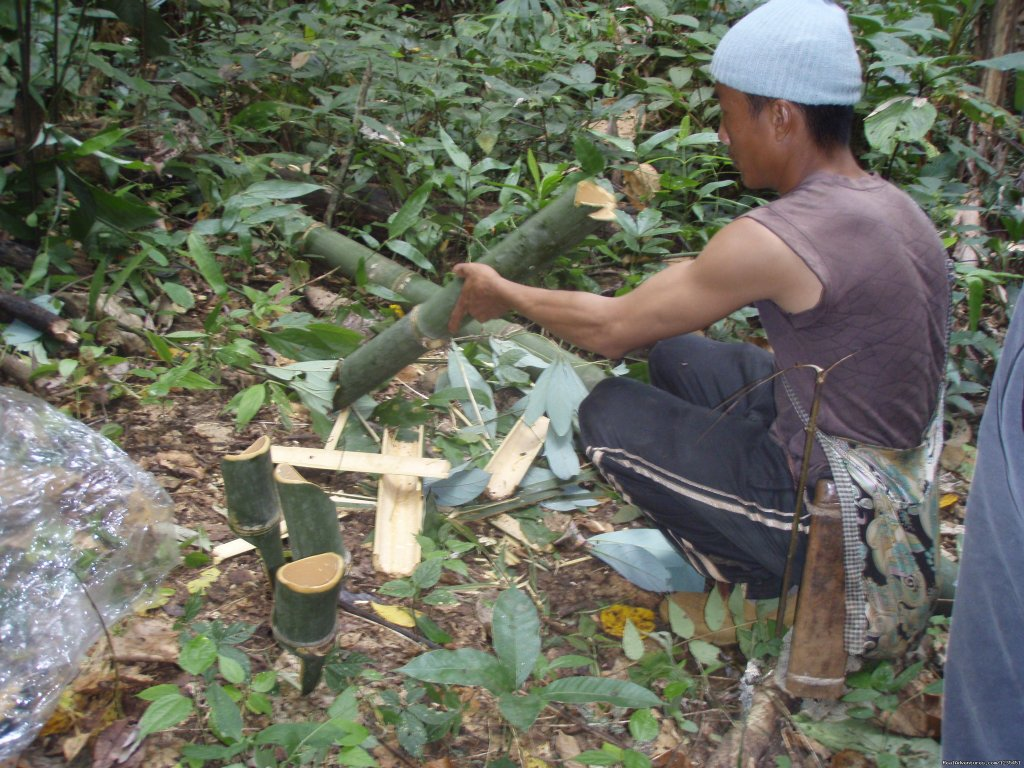 Making the plates , cups and chopsticks in the jungle | Image #2/26 | THE Rainforest Retreat Experience in Thailand