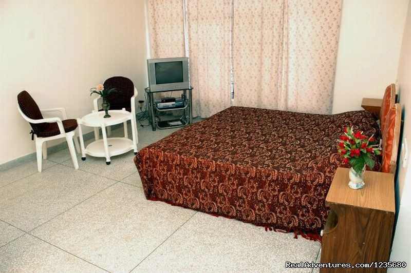 Deluxe Single Bed Room | Image #11/16 | Aapo Aap Home Stay (B&B), Shimla-India
