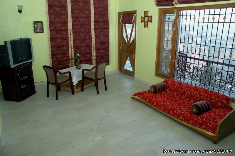 Superior Double Bed Room | Image #12/16 | Aapo Aap Home Stay (B&B), Shimla-India