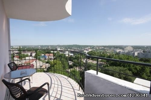 - Luxury 3 rooms apartment in Chisinau