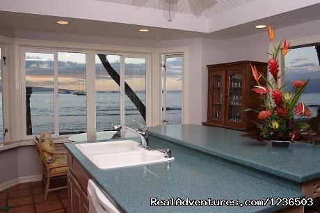 Image #2 of 8 - Lahaina Ocean Front Villa